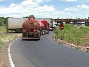 acidente monte alegre de minas trevão (Foto: Reprodução/TV Integração)