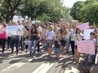 Grupo de terceirizados dispensados fecha avenida de MS em protesto