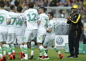 Klopp aplaude gol adversário (Foto: Ina Fassbender/Reuters)