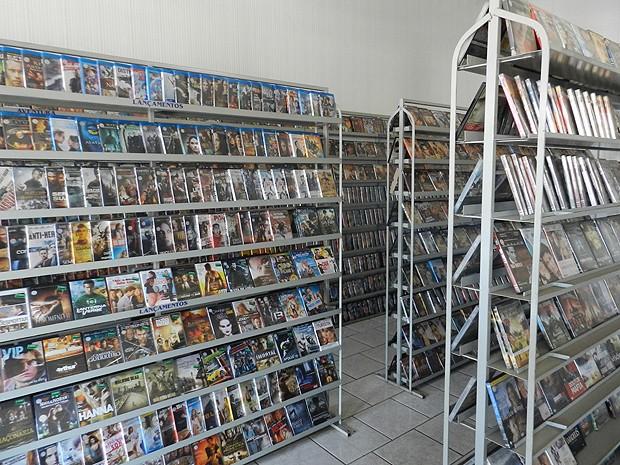 Locadoras de vídeo comemoram diminuição da pirataria em MG (Foto: Caroline Aleixo/G1)