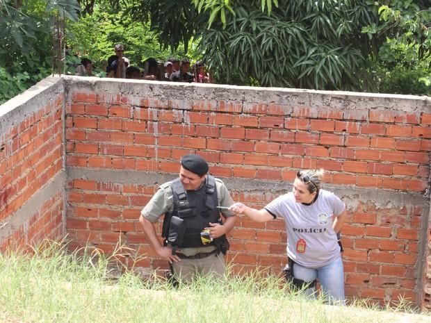 A Delegacia de Homicídios foi acionada para os procedimentos periciais (Foto: Ellyo Teixeira/G1)