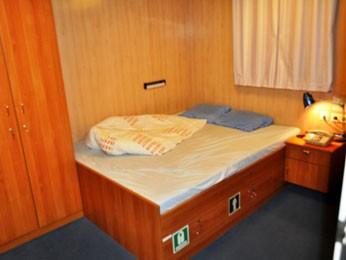 Tripulantes abriram a porta da cabine e encontraram o engenheiro morto, sobre a cama (Foto: Divulgação / Polícia Federal)