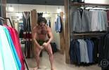 Alinne Prado flagra banho de loja de Tarzan, de Haja Coração