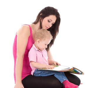 mãe e filho_leitura (Foto: Shutterstock)