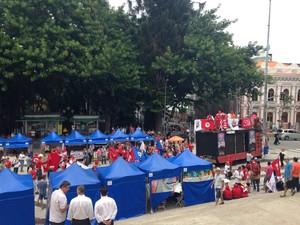 Representante da Central Única de Trabalhadores (CUT) se reuniram no Centro da capital e SC (Foto: RBS TV/Divulgação)