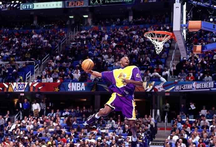 Kobe Bryant em 1997 no Torneio de Enterradas (Slam Dunk Contest - Champion) (Foto: Getty Images)