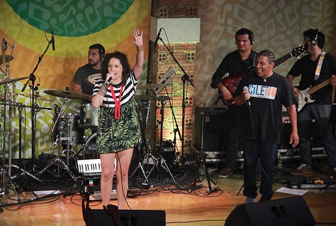 Márcia Novo e Cileno usam e abusam das performances no palco (Foto: Katiúscia Monteiro/ Rede Amazônica)