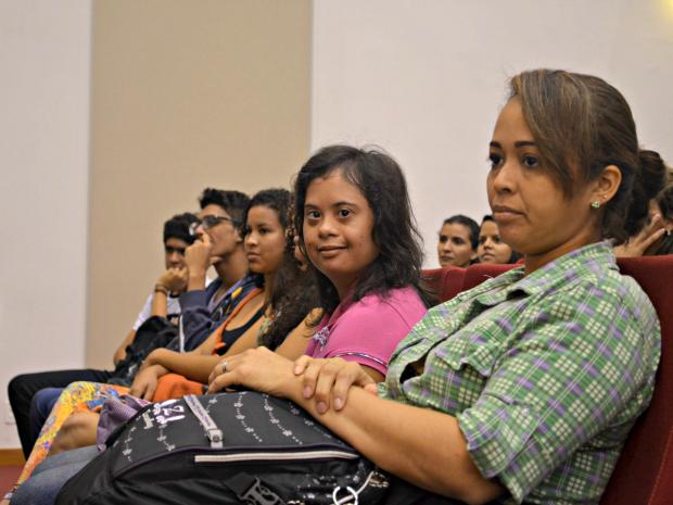 Raysa Braga durante programação em comemoração ao início das aulas na Ufac (Foto: Caio Fulgêncio/G1)