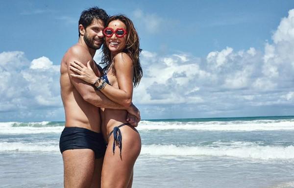 """Duda Nagle posta foto com Sabrina Sato na praia: """"Viva o amor"""" (Foto: Reprodução / Instagram)"""