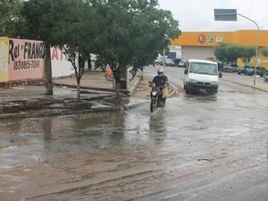 Ruas alagadas em bairros da zona oeste (Foto: Amanda Franco/G1)