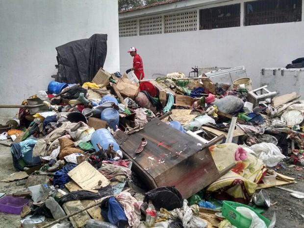 Foram recolhidos 50m³ de entulho no presídio de Caruaru (Foto: Divulgação/Assessoria)
