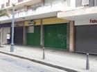 Comércio fica fechado no Centro de Petrópolis, RJ, nesta quarta-feira