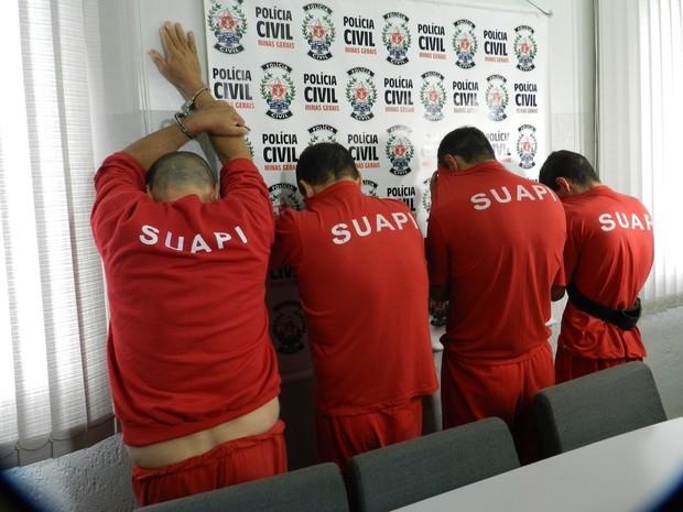 Suspeitos de duplo homicídio de garageiros são apresentados em Uberlândia (Foto: Caroline Aleixo/G1)
