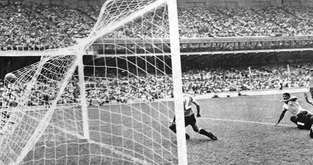 Gol Tupãnzinho, especial Brasil x Uruguai em 1965 em Belo Horizonte (Foto: Divulgação / Arquivo Palmeiras)