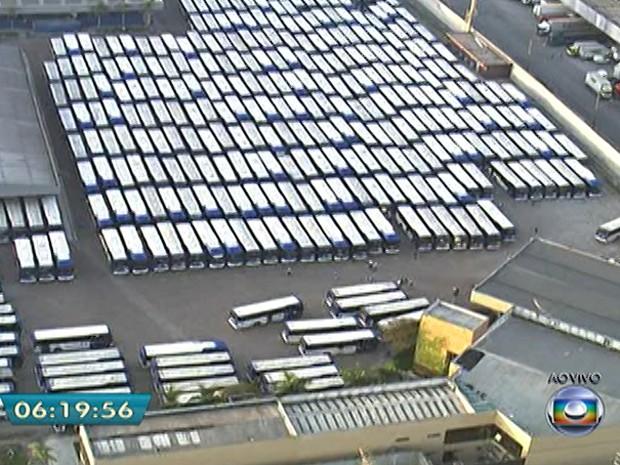 Greve de ônibus na Zona Norte (Foto: Reprodução/TV Globo)