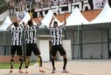 Robinho, Gabriel e Geuvânio lideram ataque santista com dancinhas e gols