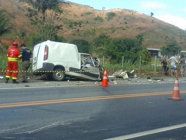 Acidente na BR-101 (Foto: Foto Leitor A Gazeta/ Tatiana Nogueira)