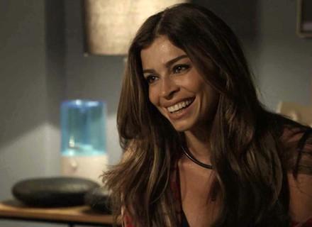 Lívia confidencia a Clara que acredita estar grávida
