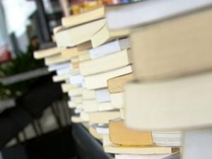 livros (Foto: Reprodução / TV TEM)