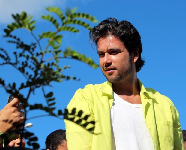 Sérgio observa sob o sol da cidade alagoana (Foto: Domingão do Faustão / TV Globo)