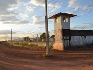 As guaritas não oferecem segurança aos agentes e policiais (Foto: Rodrigo Litaiff/G1 RR)