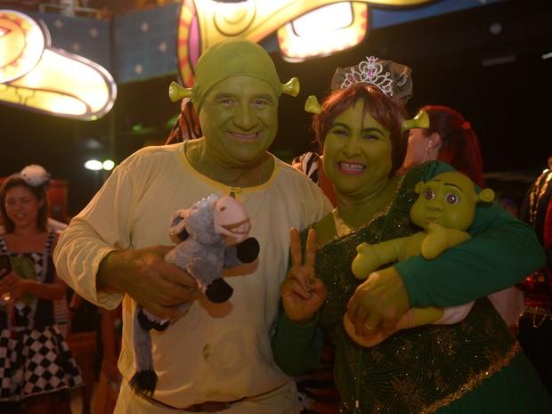 Shrek e Fiona não poderiam faltar ao Baile Municipal do Recife (Foto: Luka Santos / G1)