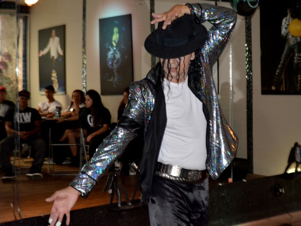 Cover do Michael Jackson em hostel de Campinas  (Foto: Priscilla Geremias/ G1)