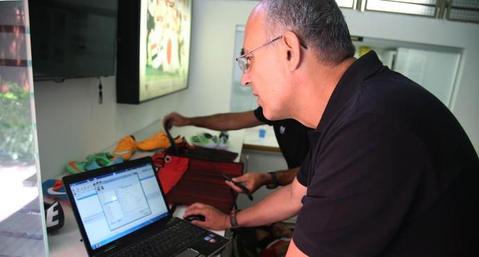 Fisiologista Rogério Neves São Paulo (Foto: Rubens Chiri / site oficial do São Paulo FC)
