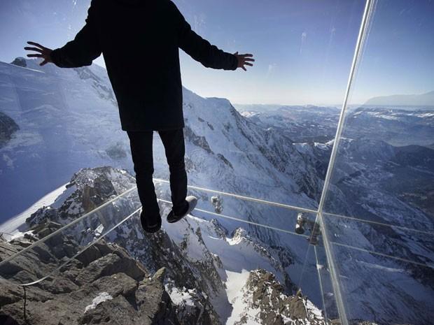 G1 cabine de vidro no topo de pico nos alpes d sensa o for Cabine del lago vuoto