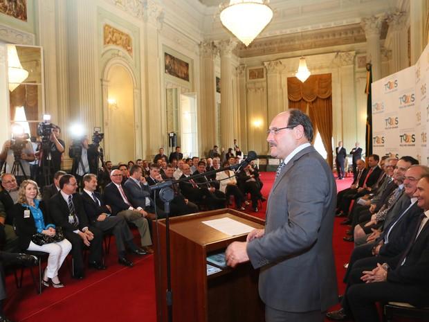 Governador José Ivo Sartori destacou importância do programa de aviação regional (Foto: Luiz Chaves/Palácio Piratini)