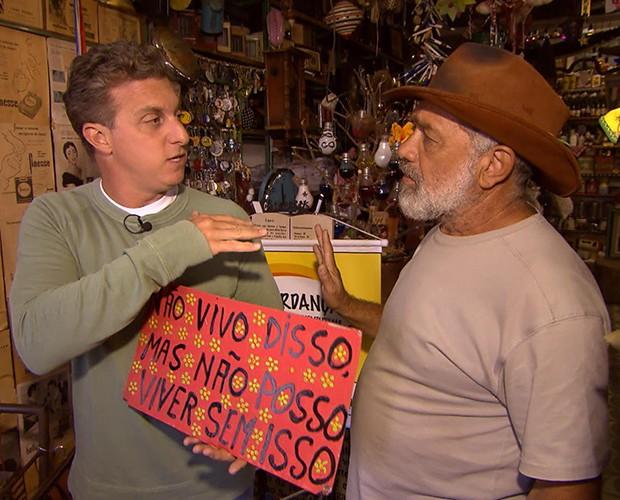 Huck conversa com seu Brasinha (Foto: Caldeirão do Huck/TV Globo)