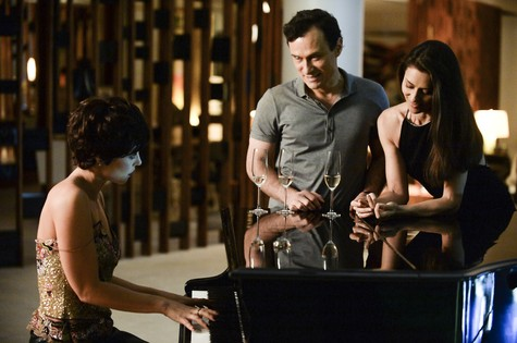 Paolla Oliveira com Maria Fernanda Cândido e Enrique Diaz (Foto: Zé Paulo Cardeal/ TV Globo)