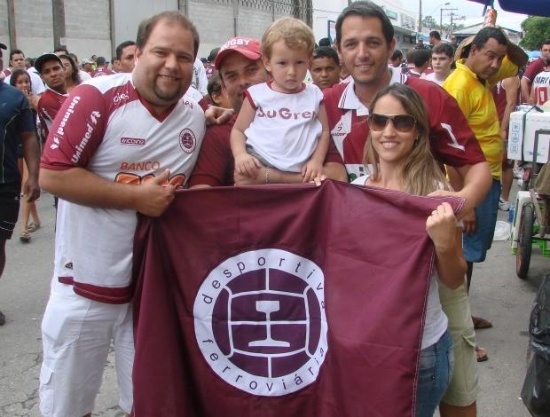 Torcida da Desportiva Ferroviária (Foto: Eduardo Dias/Globoesporte.com)