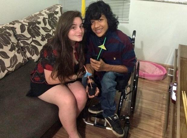 Mateus Moreira com a namorada (Foto: Mateus Moreira/Arquivo pessoal)
