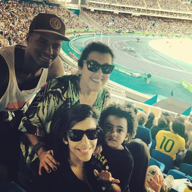 Regina Casé e a família (Foto: Instagram / Reprodução)