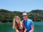 Roberto Justus posa com a mulher e leitor alfineta: 'Mais bonita que Ticiane'
