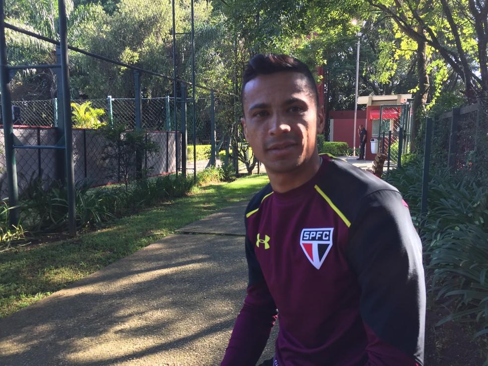 Cícero, volante do São Paulo, conversou com o GloboEsporte.com no CT da Barra Funda (Foto: Marcelo Hazan)