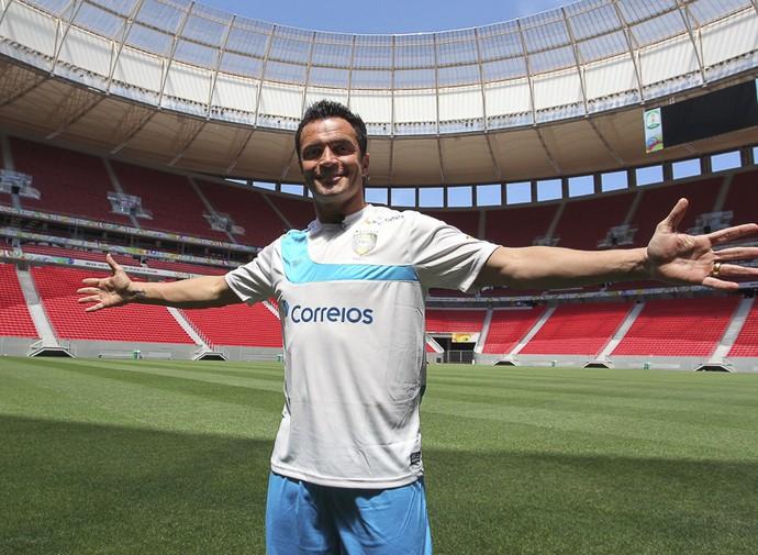 Falcão conhece o Mané Garrincha (Foto: André Borges / GDF)