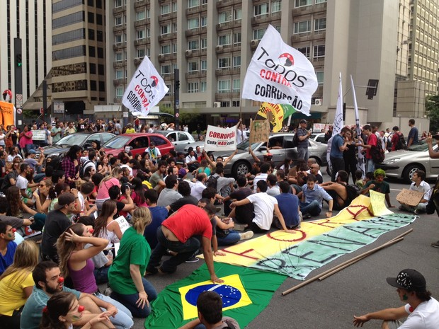 Grupo pede saída de Renan e reuniu 1,6 milhão de assinaturas pelo impeachment (Foto: Rafael Miotto/G1)