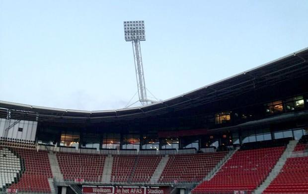 Estádio vazio - AZ Alkmaar x Atromitos (Foto: Reprodução Twitter do AZ)
