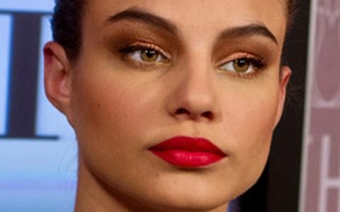 Batom vermelho: tutoriais de looks para o dia e para a noite