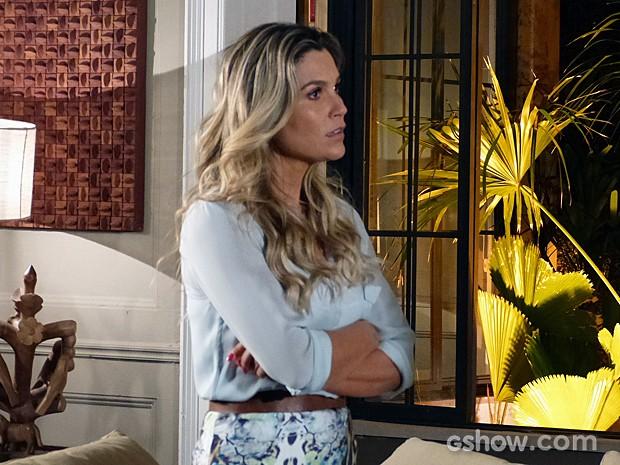 Heloísa não consegue disfarçar o ciúmes (Foto: Além do Horizonte/TV Globo)
