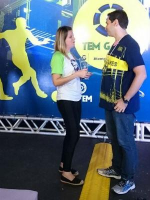 Troféu foi entregue pela supervistora de Marketing da TV TEM, Mariana Almeida (Foto: Ana Paula Yabiku/G1)