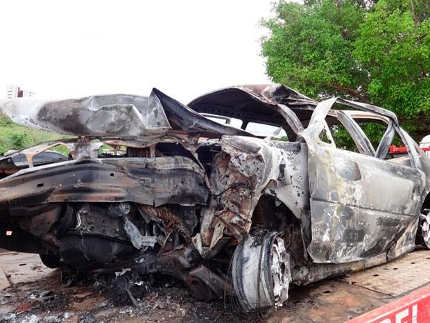 Acidente na BA com cinco da mesma família mata pai, mãe e filho na BR-242