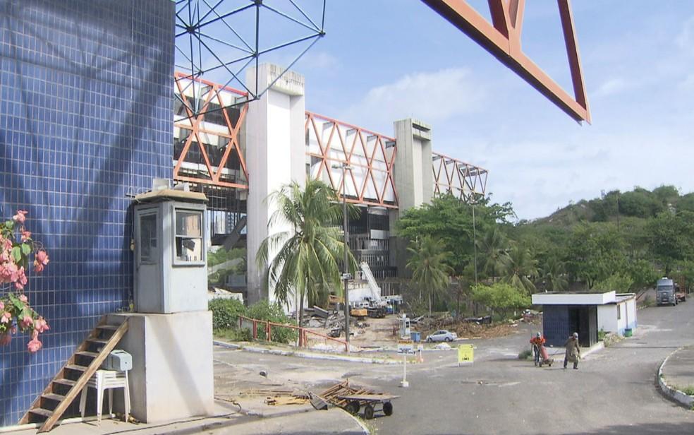 Serviço de desmonte deve ser concluído em maio deste ano . (Foto: Reprodução/ TV Bahia)