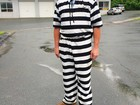 Americano é 'expulso' de júri por usar traje igual ao de prisioneiro