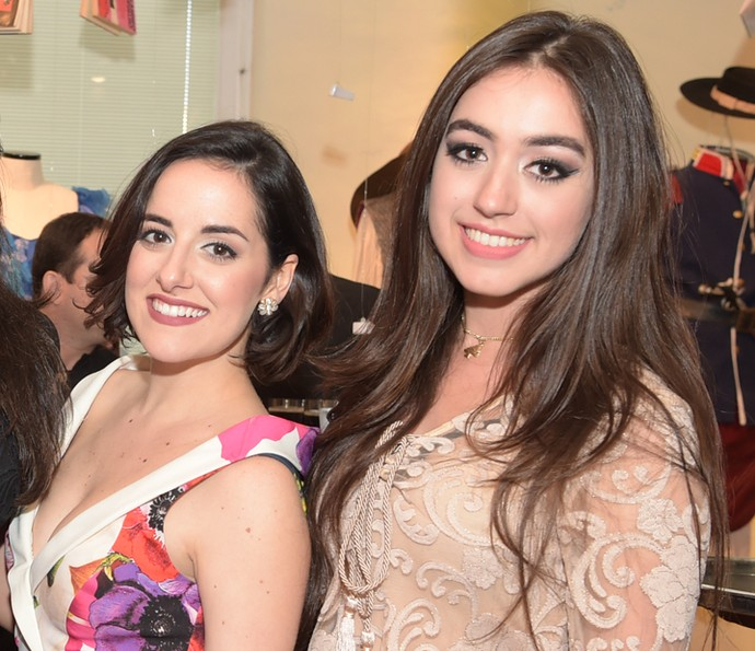 Giulia Nadruz e Sura Zachia dividem o mesmo papel em 'Dois Irmãos' (Foto: Globo / Estevam Avellar)