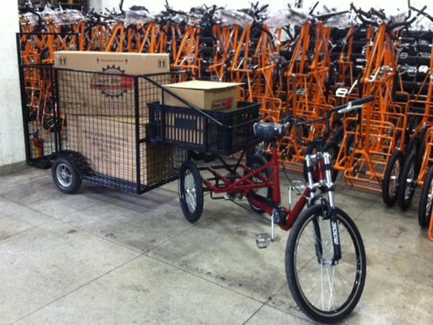 Protótipo de triciclo para carroceiros (Foto: Márcio Pinho/ G1)