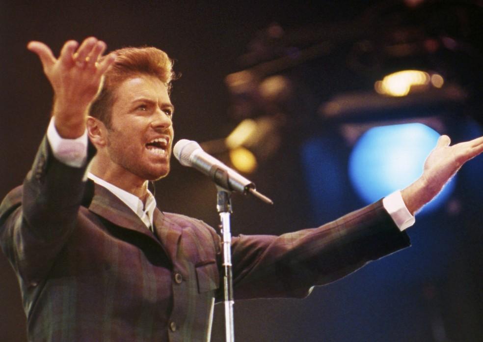 George Michael, em imagem de 1993, durante show em Londres (Foto: Foto: AP)