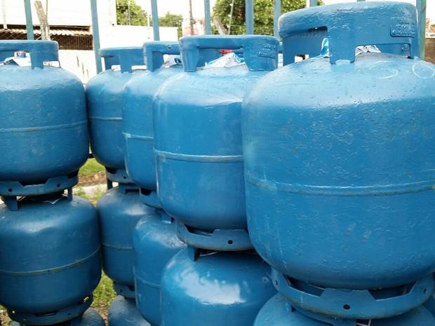 Botijões de gás foram fiscalizados em empresa de Presidente Prudente (Foto: Heloise Hamada/G1)